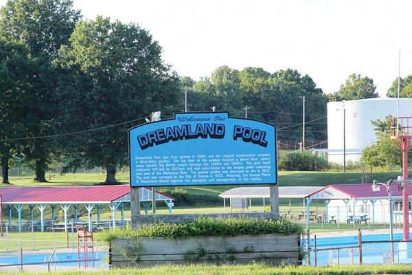 Dreamland Pool